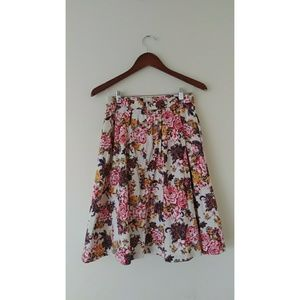 Modcloth Cream Floral Pleated Skirt w/pockets M